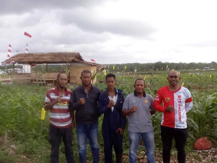 The Dream Team : Dari Kiri ke kanan, Desmi Alwie, Remigius Rejaan, Silvester Somar, Mahfud as Rumra, Chandra Farneubun selasa (25/08/2020) foto: fredy Jamrevav