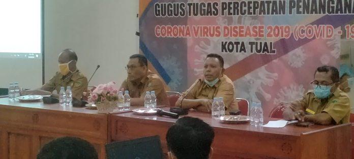 Plt. Kepala BKPSDM Kota Tual Dullah Notanubun (kedua dari kanan) membuka kegiatan sharing pengalaman peningkatan TPP, Senin (21/9/2020). Foto: Labes Remetwa