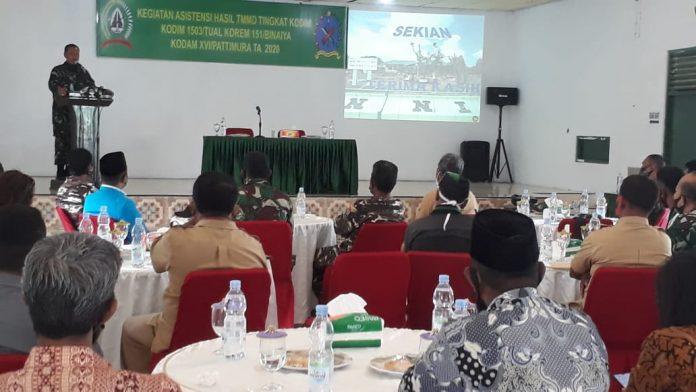 Suasana kegiatan evaluasi program Tentara Manunggal Masuk Desa (TMMD) tahun 2019 di Aula Kodim, Selasa (15/9/2020). Foto: Fredy Jamrewav