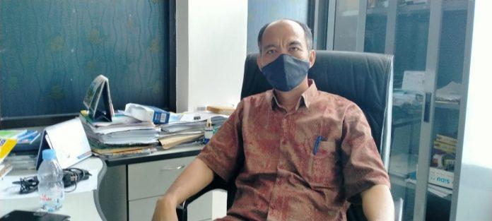 Pembantu Direktur I Bidang Akademik Dani S. Royani saat ditemui suaradamai.com di ruang kerjanya, Rabu (9/9/2020) lalu. Foto: Labes Remetwa