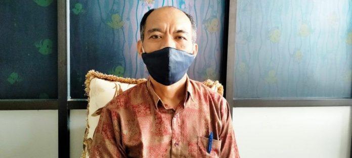 Pembantu Direktur I Bidang Akademik Polikant Dani S. Royani ketika ditemui suaradamai.com di ruang kerjanya, Rabu (9/9/2020). Foto: Labes Remetwa
