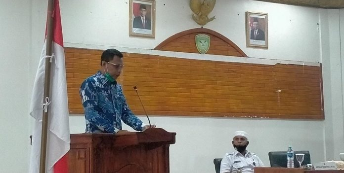 Wakil Wali Kota Tual Usman Tamnge menyampaikan sambutannya pada acara tatap muka BNN Provinsi Maluku dengan Pemkot Tual di Aula Kantor Walikota Tual, Kamis (24/9/2020). Foto: Labes Remetwa