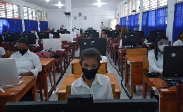 Pelaksanaan Seleksi Kompetensi Bidang (SKB) untuk CPNS Kabupaten Maluku Tenggara di SMA N 3 Kei Kecil, Senin (12/10/2020).