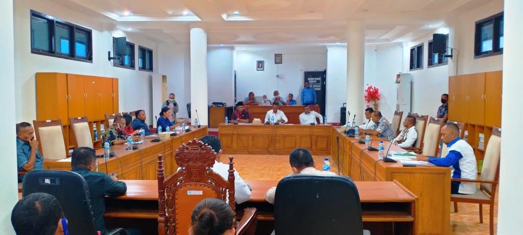 Suasana Rapat Banggar TAPD Malra di ruang rapat Banggar, selasa (10/11/2020). Foto : Labes Remetwa