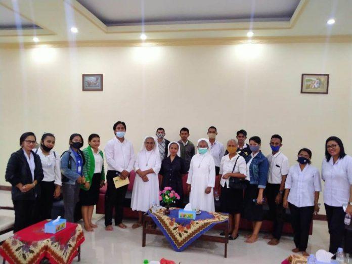 CU AHA memberikan bingkisan sembako ke salah satu biara di Langgur, Maluku Tenggara, Kamis (19/11/2020).