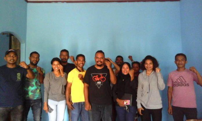 Para ketua pemuda di sembilan ohoi/desa di Kecamatan Manyeuw Kabupaten Maluku Tenggara berinisiatif membentuk Pemuda Manyeuw untuk menyikapi persoalan keamanan dan ketertiban masyarakat (Kamtibmas) di kecamatan tersebut. Pada Jumat siang (20/11/2020) bertempat di Ohoi Debut dilakukan pertemuan perdana. Foto: Fredy Jamrewav
