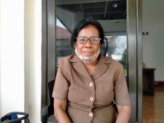 Anggota DPRD Kabupaten Maluku Tenggara Blandina Fautngilyanan angkat bicara terkait tunjangan profesi guru, Senin (4/1/2021). Foto: Labes Remetwa