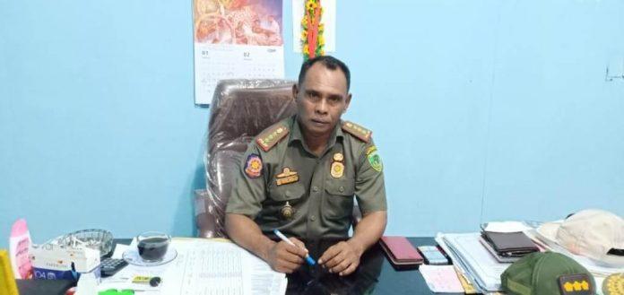 Kepala Satuan Polisi Pamong Praja (Satpol PP) Kota Tual Ibrahim Tamher akan menarik kembali 6 aset bergerak milik Pemkot Tual. Katanya kepada wartawan di ruang kerjanya, Selasa (19/1/2021). Foto: Ludweina Maturbongs
