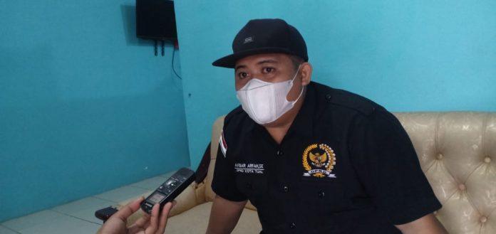 Anggota Komisi II DPRD Kota Tual, Akbar Arfah, saat ditemui wartawan di Tual, Senin (4/1/2021). Foto: Ludwiena Maturbongs
