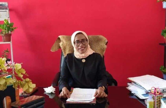 Kepala Dinas Perindustrian dan Perdagangan (Perindag) Kota Tual Darnawati Amir, Selasa (17/3/2021). Foto: Ludwiena Maturbongs