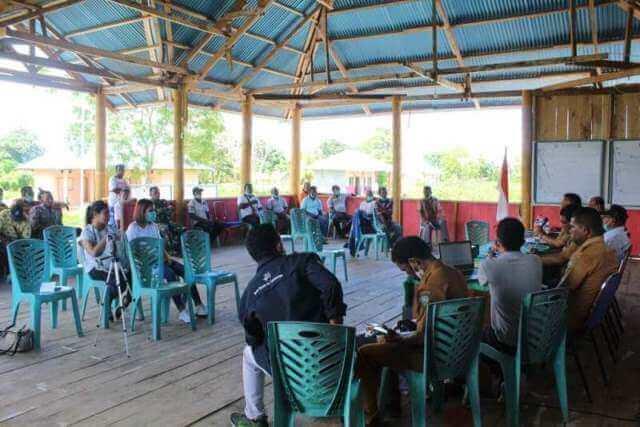 Sosialisasi dan diskusi tentang pelestarian penyu di Ohoi Ohoidertom, Senin (22/3/2021). Foto: Labes Remetwa