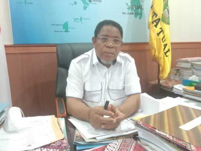 Walikota Tual, Adam Rahayaan, S.Ag, M.Si dalam wawancara singkat bersama wartawan, Rabu (19/5/2021