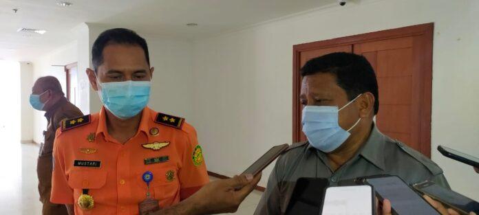Kepala Basarnas Ambon bersama Ketua DPRD Maluku Usai melakukan pertemuan.