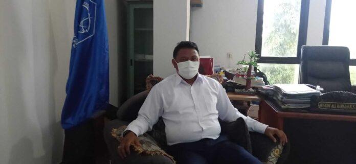 Direktur Polikant periode 2018-2021, Jusron A. Rahayaan, saat diwawancari oleh suaradamai, diruang kerjanya Rabu (28/7/2021).