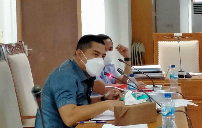 Anggota Komisi II DPRD Kabupaten Maluku Tenggara Moh. Nawawi Namsa mengusulkan pengadaan fasilitas tes polymerase chain reaction atau PCR. Foto: Labes Remetwa