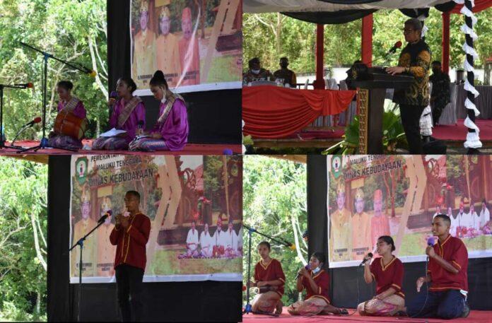 Jelang peringatan hari Nen Dit Sakmas, Pemerintah Kabupaten Maluku Tenggara menggelar rupa-rupa lomba kesenian. Lomba dilaksanakan di Makam Nen Dit Sakmas, Ohoi (Desa) Semawi, Kamis (2/9/2021). Foto: Labes Remetwa